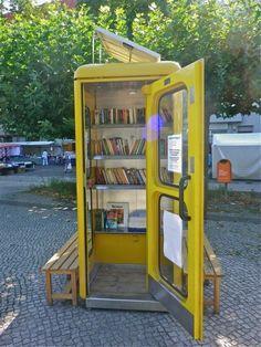 Diese Telefonzelle wurde kurzerhand zur Bibliothek umfunktioniert >> Alte Telefonzelle, jetzt 'ne Buecherei
