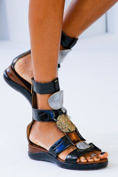 the latest 34c0f 352a7 Chloé RWT SS19 Chloe Sandals, Chloe Shoes, Fab Shoes, Flat Sandals, Me