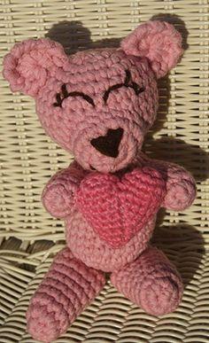 Valentine Bear - Free Amigurumi Pattern