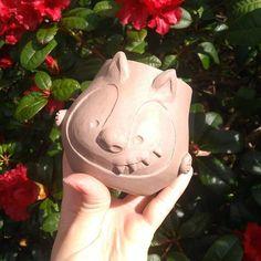 """Tetiana Kosovska su Instagram: """"Endelig har eg fått meir leire og her har me... S som i stor S som i stygg U som i ulv kopp!! Det blir to koppar: ulv og…"""" Ceramic Monsters, Ceramics, Ceramica, Pottery, Ceramic Art, Porcelain, Ceramic Pottery"""