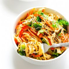 Spicy Chicken & Noodle Bowl - This healthy noodle bowl is packed with flavor!
