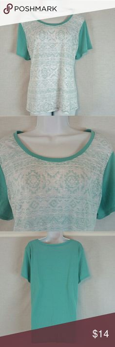 """Cato Women's Geo Print Top Size 22W 24W In great condition (does show a little bit of wear in armpit area-see pic 4). Armpit to armpit: 25"""" & length 28"""". Material 65% rayon & 35% polyester. Add to a bundle to receive 20% off 3 or more items. Offers welcomed. Bin f6. Cato Tops"""