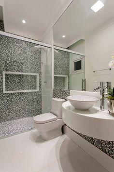 Casa Orquídea by Arquiteto Aquiles Nícolas Kílaris Best Bathroom Colors, Romantic Bathrooms, Hotel Interiors, Traditional Bathroom, Bathroom Interior Design, Small Bathroom, Neutral Bathroom, Bathroom Ideas, House Design