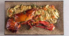 Αστακομακαρονάδα από τον Άκη Πετρετζίκη. Το απόλυτα γευστικό φαγητό που θυμίζει καλοκαιρινές διακοπές τώρα στο τραπέζι σας εύκολα και γρήγορα! Θα ενθουσιαστείτε