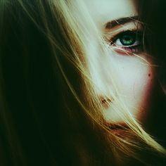 """حاولت التفكر في ملكوت الكون لكني صدمت بعجز عقلي على فهمه.  قررت الغوص في نفسي  إلا أني ضعت و كلما ازداد #الغوص  قل #النور و استوطنت الظلمة . """" فيك انطوى العالم الأكبر """"  #فيك_انطوى_العالم_الأكبر  #قصص  #النفس #الروح #الملكوت"""