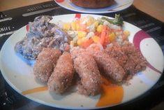Topfennudeln mit Mandelbrösel - Rezept Sausage, Meat, Food, Side Dish Recipes, Almonds, Noodle, Food Portions, Sausages, Essen