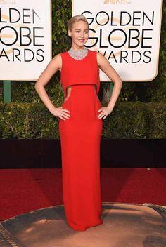 Il #redcarpet dei #GoldenGlobes è  un appuntamento imperdibile di eleganza.#JenniferLawrence in rosso #Dior #StarsinDior