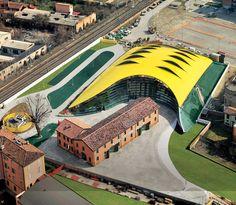 Giant engine bonnet: The Ferrari-Museum by Andrea Morgante enframes the birthplace of Enzo Ferrari in Modena.