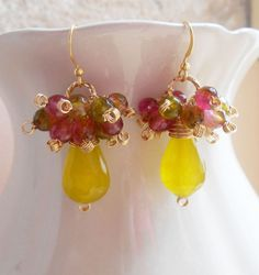 Lemon verbena earrings, gemstone cluster earrings, green, yellow, pink earrings, made with bicolor rock crystal gemstones and lime jade faceted briolettes. This beautiful pair of earrings, in a cheerful spring time mood, is featuring lime jade faceted briolettes clustered above with bicolor rock crystal faceted gemstones delicately wire wrapped with 14 k gold filled wire. All findings are 14 K gold filled or 14 k gold vermeil. Total height is 4,80 cm (1,89 inches). A playfull, eyecatching…