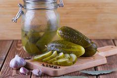 Receta para hacer pepinos en vinagre. Ingredientes y preparación para hacer pepinos en vinagre artesanales. Cómo preparar pepinos en vinagre casero Chutney, Chimichurri, Sin Gluten, Couscous, Cucumber, Food, Tan Solo, Pickles, Vinegar Cucumbers
