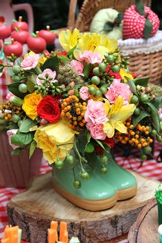 Pic nic florido em amarelo e vermelho Birthday Basket, Picnic Birthday, 2nd Birthday, Birthday Parties, Picnic Themed Parties, Candy Bar Party, Summer Picnic, Baby Party, Colorful Flowers