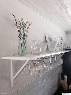 glashållare,glasflaskor,vas,glasvas,kök,hylla