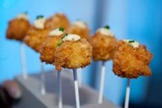 mac n' cheese lollipops Hors D'oeuvres, Lollipops, Light Recipes, Mac And Cheese, Baked Potato, Catering, Side Dishes, Brunch, Appetizers