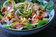 Thaise salade met tonijn Sisterlocks, Healthy Salads, Healthy Recipes, Healthy Foods, Sushi, Clean Eating Plans, Hotel Food, Best Cookbooks, Bacon Salad