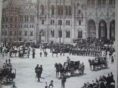 1896. Az első országgyűlés megnyitó ünnepsége, a korona bevitele az új  Országházba. Old Pictures, Old Photos, Anno Domini, Austro Hungarian, Picts, Budapest Hungary, Historical Photos, Austria, Polaroid