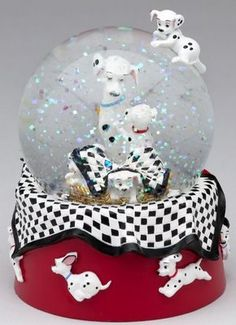Welcome to the Collectors Guide to Disney Snowglobes. Information on over 2900 Disney snow globes. Disney Music Box, Dalmatian Party, Chrissy Snow, Hades Disney, Disney Snowglobes, 101 Dalmations, Globe Art, I Love Snow, Christmas Snow Globes