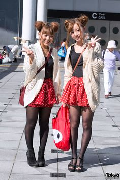street snaps from Tokyo Girls Collection 2012 Autumn/Winter - featuring Japanese fall fashion trends. Japanese Street Fashion, Tokyo Fashion, Harajuku Fashion, Big Fashion, Korean Fashion, Japanese Streets, Fashion News, Pantyhose Outfits, In Pantyhose