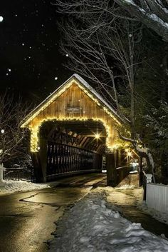 The Middle Bridge in Woodstock, VT. Photo by Joel Laino. The Middle Bridge in Woodstock, VT. Photo by Joel Laino. Woodstock Vermont, Old Barns, Covered Bridges, Winter Scenes, Architecture, New England, Places To Go, Beautiful Places, Country Roads
