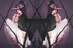 Série A MYTHICAL SNOW WHITE BIRD - Papier Mache Issue 7 Graphisme & Illustrations: Alexandra Perrin / Photo: Lauren Loncar / Stylisme & Direction Artistique: Katelyn Mooney / Hair & Make up Artist: Nancy Cialdella / Props: Cecilia Elguero - 2014 PAPIER MACHE Magazine - Alexandraperrin.com