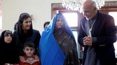 Presidente Ghani recibe a la 'Mona Lisa Afgana' de National Geographic. Visite nuestra página y sea parte de nuestra conversación: http://www.namnewsnetwork.org/v3/spanish/index.php #nnn #bernama #malasia #malaysia #afganistan #natgeo #kabul #news #noticias #conflictos #stevemccurry #asia
