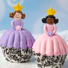 A regal pair of princesses sit prettily atop delicious cupcakes. Our Damask Standard Baking Cups make royal accents to these treats that are perfect for a girl's birthday party!