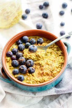 Easy Golden Milk Overnight Oats. A super healthy drink turned into a quick grab-n-go filling breakfast! This meal has healthy fats, good carbs, protein, and anti-inflammatory affects from the turmeric!