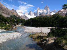 """""""""""CERRO FITZ-ROY"""""""" y Rio De Las Vueltas. este cerro esta en pleno """"""""Parque Los Glaciares"""""""" en la provincia de Santa Cruz, Argentina"""