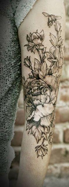 Black and white floral arm tattoo: Tattoo Trends – Flowers – floral tattoo sleeve Tatto Ink, Tatoo Henna, Tatoo Art, Body Art Tattoos, New Tattoos, Tattoos For Guys, Sleeve Tattoos, Tattoo Forearm, Unique Tattoos