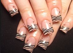 Here you can see a very cool variation to the standard zebra pattern using pink nails.