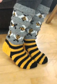 Bee Art, Bee Happy, Beekeeping, Knitting Socks, Board, Fashion, Breien, Knit Socks, Moda