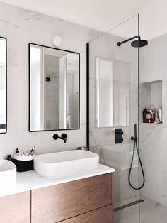56 sensational small bathroom ideas on a budget 1 - Badezimmer - Bathroom Decor Apartment Bathroom Design, Bathroom Inspo, Modern Bathroom Design, Bathroom Styling, Bathroom Interior Design, Bathroom Inspiration, Diy Interior, Design Kitchen, Master Bathroom