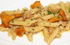 PENNE RIGATE CON FUNGHI TRIFOLATI AL PREZZEMOLO. #pasta #MadeinItaly #recipes #ricette
