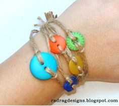 How to make a bracelet from buttons & twine