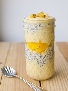Vegan Mango Lassi Overnight Oatmeal Parfait - Also gluten free, healthy, vegetarian Breakfast And Brunch, Mason Jar Breakfast, Breakfast Recipes, Vegan Breakfast, Breakfast Ideas, Brunch Ideas, Smoothies Vegan, Smoothie Recipes, Vegan Overnight Oats