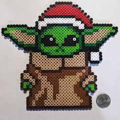ᴅᴀɪʟʏ ᴘᴇʀʟᴇʀ ᴅᴇꜱɪɢɴꜱ And you thought Bab. - Sue Ostrander - ᴅᴀɪʟʏ ᴘᴇʀʟᴇʀ ᴅᴇꜱɪɢɴꜱ And you thought Bab. ᴅᴀɪʟʏ ᴘᴇʀʟᴇʀ ᴅᴇꜱɪɢɴꜱ And you thought Baby Yoda was cute. 😅⠀⠀⠀⠀⠀⠀⠀⠀⠀Perler by Leisurely Creations 😍Soooo cute! Easy Perler Bead Patterns, Melty Bead Patterns, Perler Bead Templates, Diy Perler Beads, Perler Bead Art, Hama Disney, Pixel Art, Christmas Perler Beads, Arte 8 Bits