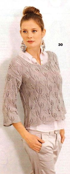 Вязаный женский пуловер спицами с узором из листьев
