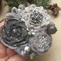 Beaded Flowers, Fabric Flowers, Brooches Handmade, Fashion Night, Craft Fairs, Flower Art, Hair Pins, Brooch Pin, Beads