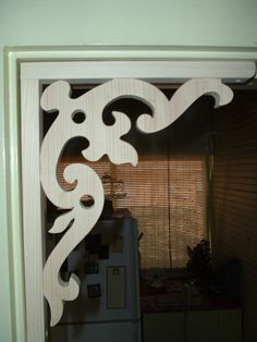 CB2 Victorian Gingerbread Corner Bracket / corbel. $9.50, via Etsy. Victorian Porch, Victorian Homes, Hallway Decorating, Porch Decorating, Caravan Decor, Decorative Brackets, Moldings And Trim, Idee Diy, Corner Designs