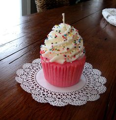 Very Cute Cupcake Candles that look good enough to eat