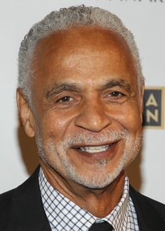 Ron Glass, the handsome, prolific character actor best known for his role as the gregarious, sometimes sardonic detective Ron Harris in the long-running cop comedy Barney Miller, has died at age 71.