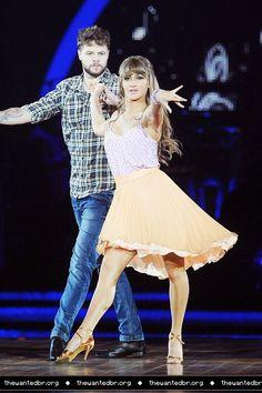 Jay e @AlionaVilani ensaiando pra turnê do Strictly Come Dancing em Birmingham, na Inglaterra. (22 jan.)