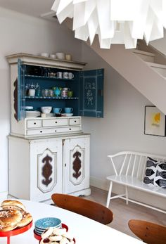 Love that wood bench in the corner #furniture #bench