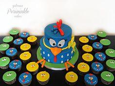 Galinha pintadinha cake and cupcakes