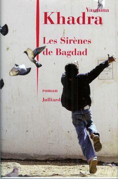 """Après """"Les Hirondelles de Kaboul"""" (Afghanistan) et """"L'attentat"""" (Israël; Prix des libraires 2006) """"Les Sirènes de Bagdad"""" (Irak) est le troisième volet de la trilogie que l'auteur consacre au dialogue de sourds opposant l'Orient et l'Occident. Ce roman situe clairement l'origine de ce malentendu dans les mentalités."""