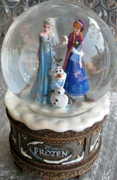 "Disney ""Frozen"" Musical Snow Globe with Princesses Anna and Elsa Frozen Snow Globe, Frozen Christmas, Disney Love, Disney Frozen, Walt Disney, Disney Music Box, Frozen Musical, Disney Snowglobes, Musical Snow Globes"