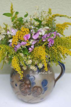 #ulcior #ceramics #oldceramics #buchetflori My Flower, Flowers, Flower Arrangements, Glass Vase, Blog, Bouquet, Ceramics, Garden, Home Decor