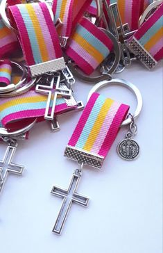 Souvenir Comunión Bautismo Cosas Simples un poco de todo Communion, Diy Foto, Beaded Bookmarks, Key Fobs, Crafts To Make, Jewelry Crafts, Creations, Gifts, Handmade