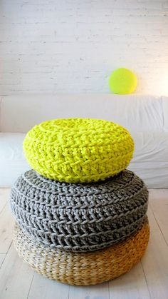 Comfy throw pillows/seating Floor Cushion Crochet Neon yellow por lacasadecoto en Etsy, love these:)) Crochet Home, Crochet Crafts, Beton Design, Design Design, House Design, Crochet Cushions, Floor Cushions, Neon Yellow, Soft Furnishings