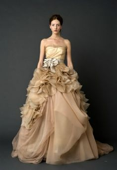 Gorgeous in gold Vera Wang.