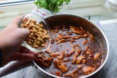 Kylling Gong Bao - Jeg elsker denne retten!   Gladkokken Chili, Mad, Beans, Soup, Chicken, Vegetables, Chile, Vegetable Recipes, Soups
